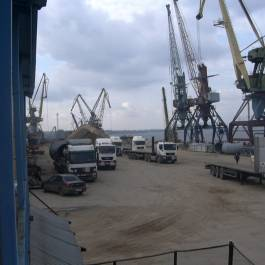 Oil and gas equipment transshipment at Samara river port with further road transportation