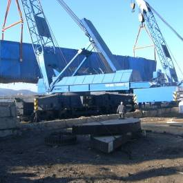 Transshipment of the RO-RO equipment in port from water transport to motor transport and to barge